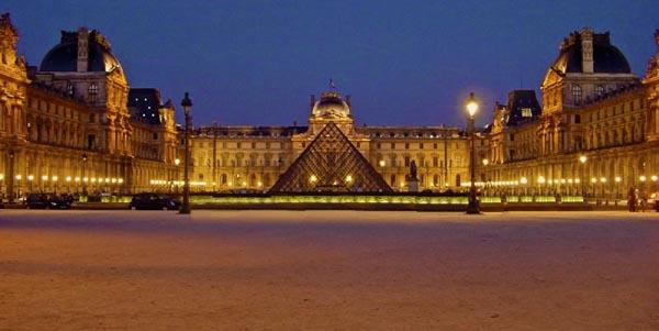 El Museo del Louvre a Parigi, en Francia, es también el museo con mas visitas en el mundo ,8,3 millones por año.