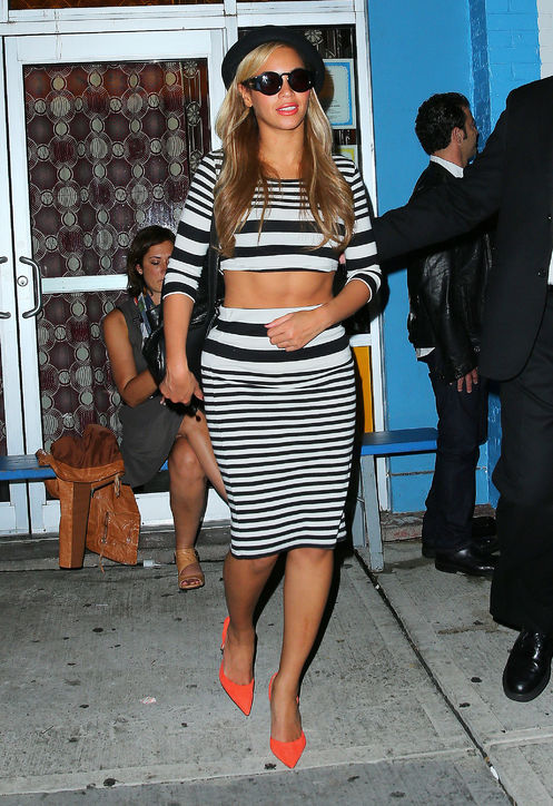 beyonce-striped-crop-top-skirt-topshop-h724