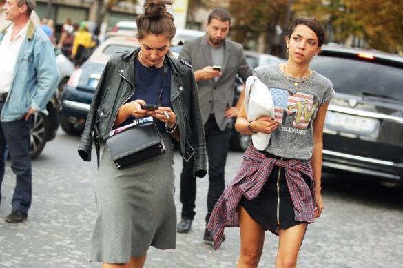 grigio-pelle-camicia-check-legata-in-vita-i-trend-di-stagione-non-mancano